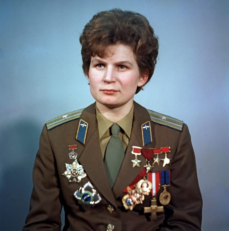 https://upload.wikimedia.org/wikipedia/commons/6/61/RIAN_archive_612748_Valentina_Tereshkova.jpg
