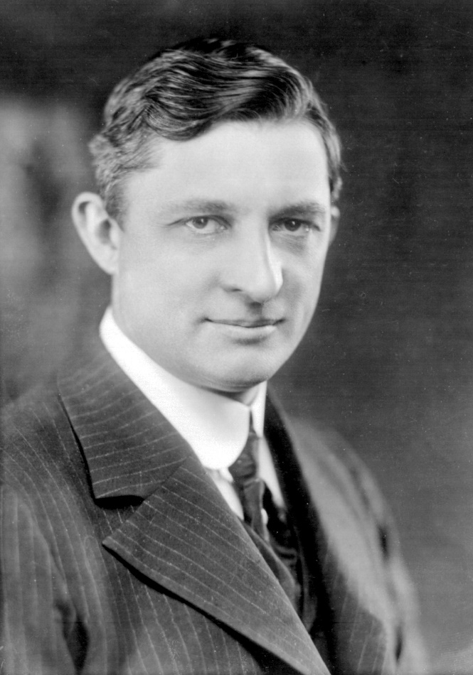 https://upload.wikimedia.org/wikipedia/commons/a/a7/Willis_Carrier_1915.jpg