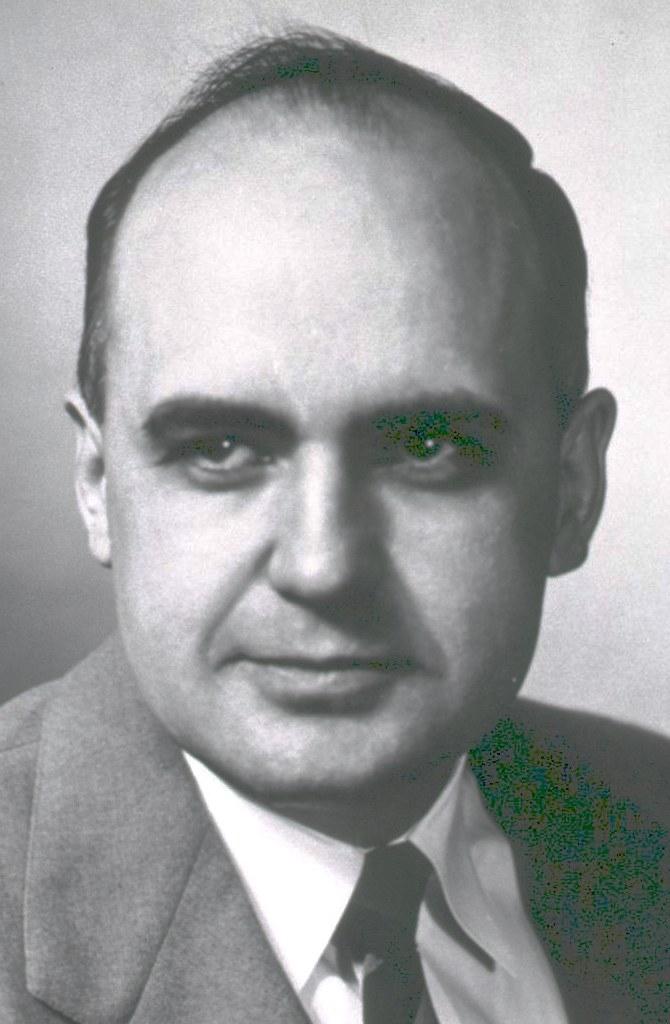 https://upload.wikimedia.org/wikipedia/commons/1/1c/Hilleman-Walter-Reed.jpeg