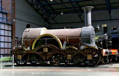 https://upload.wikimedia.org/wikipedia/commons/b/b1/IRON_DUKE_replica_National_Railway_Museum.jpg