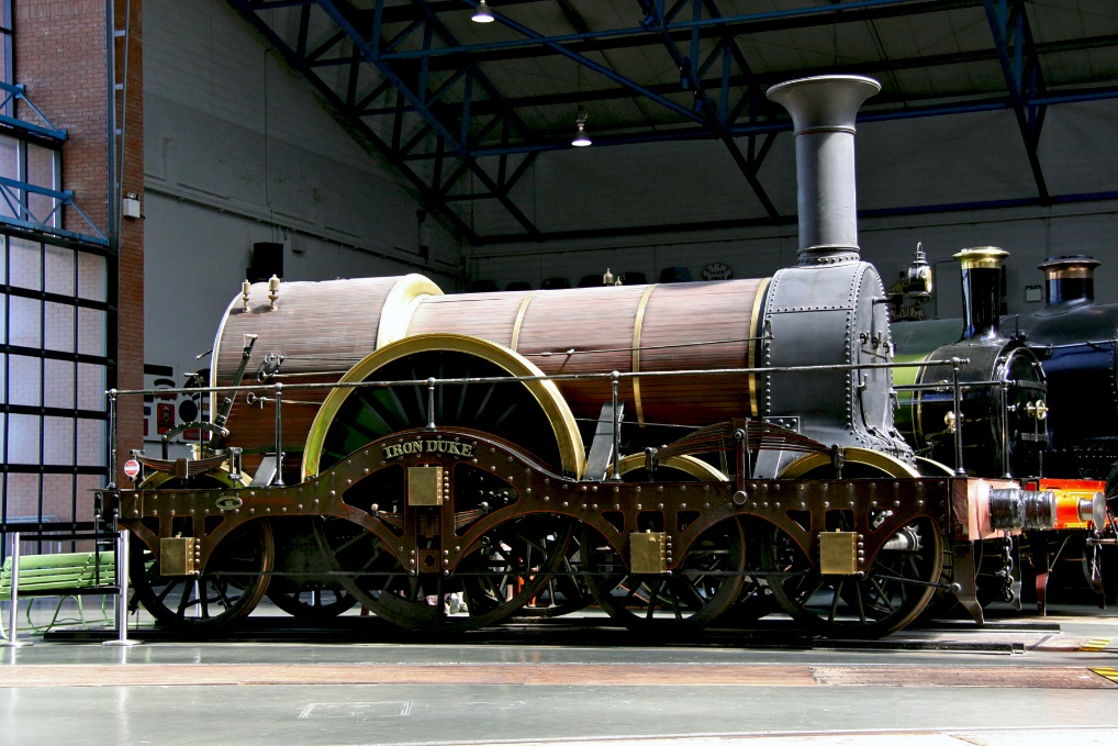 https://upload.wikimedia.org/wikipedia/commons/b/b1/IRON_DUKE_replica_National_Railway_Museum.jpg