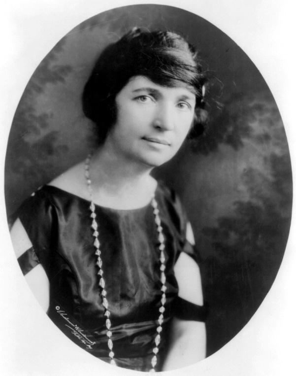 https://upload.wikimedia.org/wikipedia/commons/2/2f/MargaretSanger-Underwood.LOC.jpg