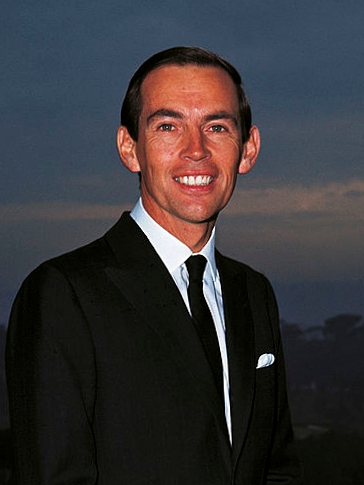 https://upload.wikimedia.org/wikipedia/commons/5/54/Christiaan_Barnard_1968.jpg