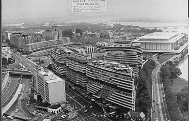 https://upload.wikimedia.org/wikipedia/commons/1/1f/Watergate_complex.jpg