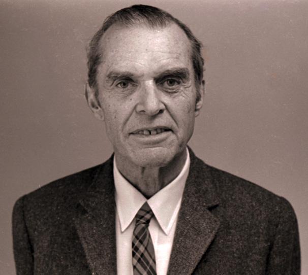 https://upload.wikimedia.org/wikipedia/commons/2/2d/James_Bond_1974.jpg