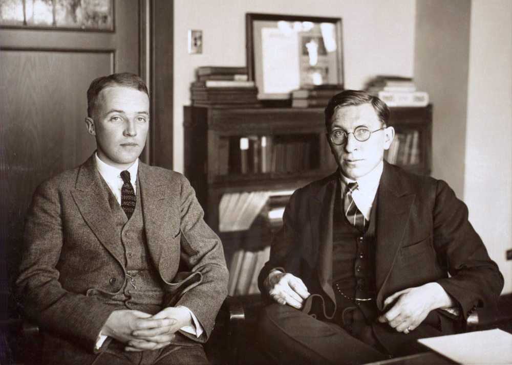 https://upload.wikimedia.org/wikipedia/commons/2/21/C._H._Best_and_F._G._Banting_ca._1924.png