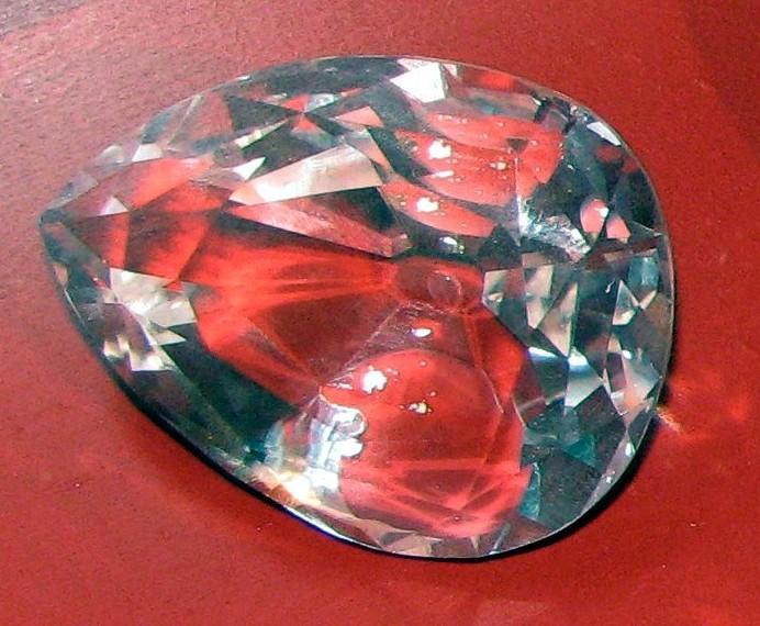 https://upload.wikimedia.org/wikipedia/commons/b/b1/Great_Star_of_Africa_diamond_-_copy.jpg