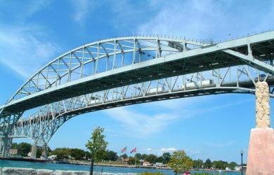 https://upload.wikimedia.org/wikipedia/commons/thumb/3/36/Blue_Water_Bridge_2006.JPG/1024px-Blue_Water_Bridge_2006.JPG