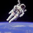 https://upload.wikimedia.org/wikipedia/commons/thumb/9/9c/Astronaut-EVA_edit.jpg/800px-Astronaut-EVA_edit.jpg