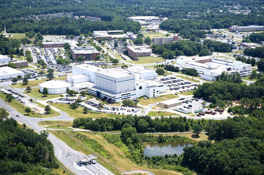 https://upload.wikimedia.org/wikipedia/commons/thumb/1/1c/NASA_Goddard_Space_Flight_Center_Aerial_view_2010_facing_south.jpg/1024px-NASA_Goddard_Space_Flight_Center_Aerial_view_2010_facing_south.jpg