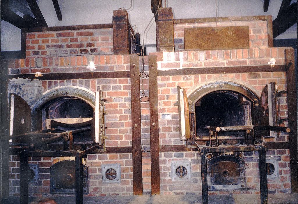 https://upload.wikimedia.org/wikipedia/commons/thumb/4/44/KL_Dachau_Block_X_crematory.jpg/1024px-KL_Dachau_Block_X_crematory.jpg