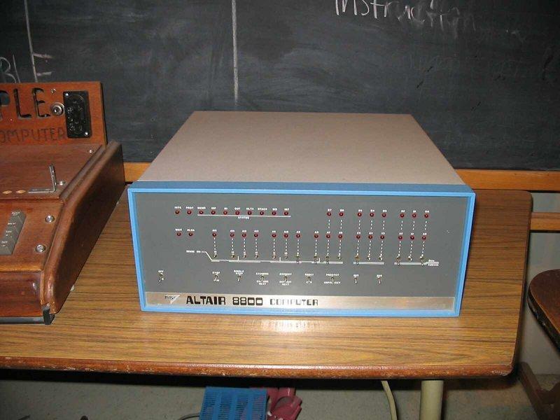 https://upload.wikimedia.org/wikipedia/commons/1/19/Altair_8800.jpg