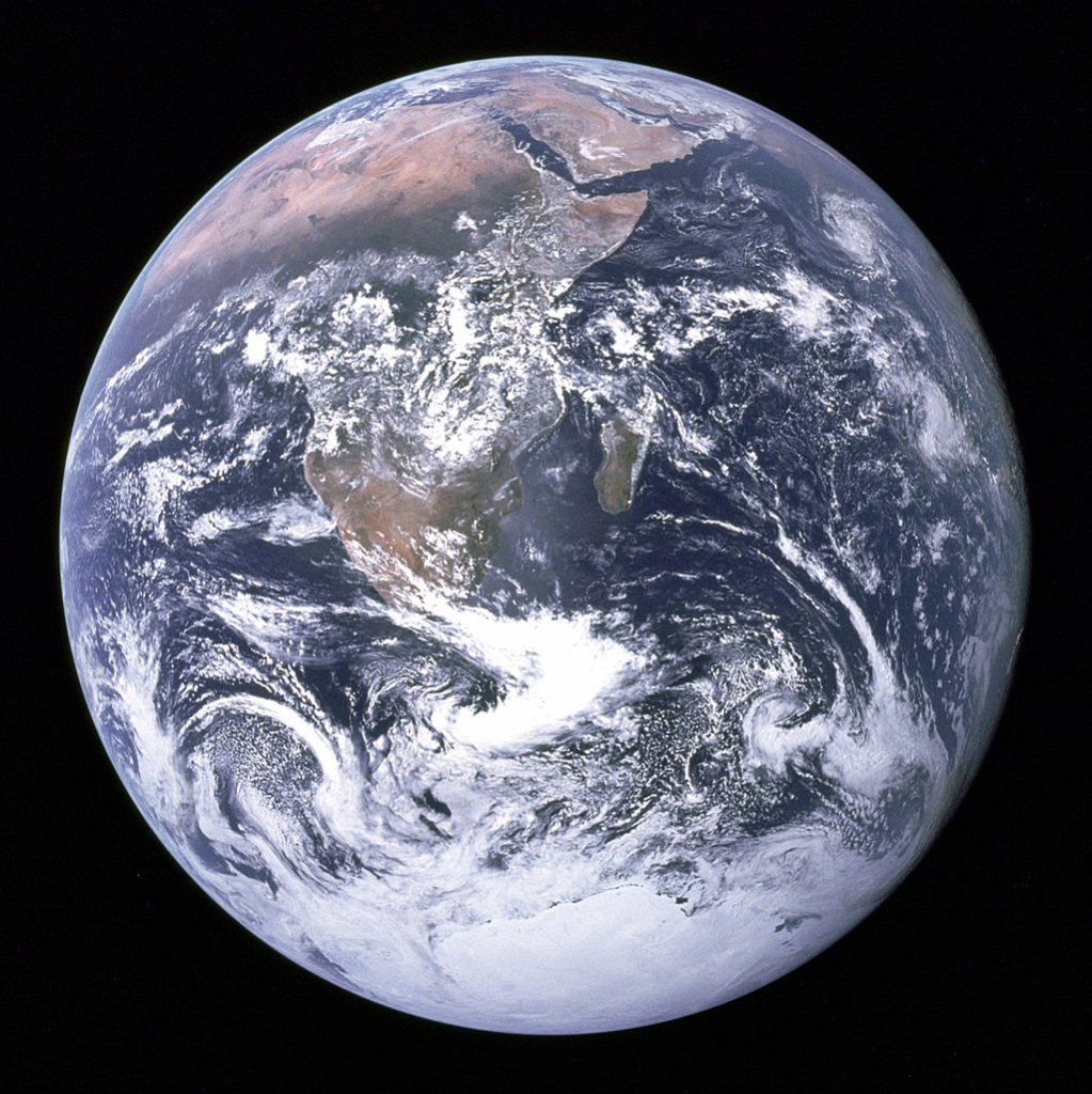 https://upload.wikimedia.org/wikipedia/commons/thumb/9/97/The_Earth_seen_from_Apollo_17.jpg/1024px-The_Earth_seen_from_Apollo_17.jpg