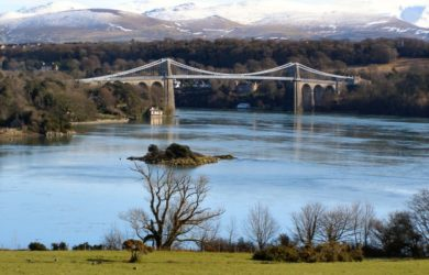 https://upload.wikimedia.org/wikipedia/commons/d/d7/Menai_Suspension_Bridge_-_geograph.org.uk_-_1718002.jpg