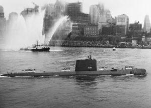 https://upload.wikimedia.org/wikipedia/commons/thumb/9/96/USS_Nautilus_SSN-571_-_0857108.jpg/1024px-USS_Nautilus_SSN-571_-_0857108.jpg
