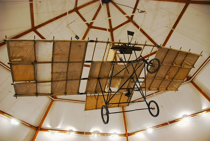 https://upload.wikimedia.org/wikipedia/commons/thumb/e/ee/Pearse_aeroplane_replica%2C_South_Canterbury_Museum-2.jpg/800px-Pearse_aeroplane_replica%2C_South_Canterbury_Museum-2.jpg