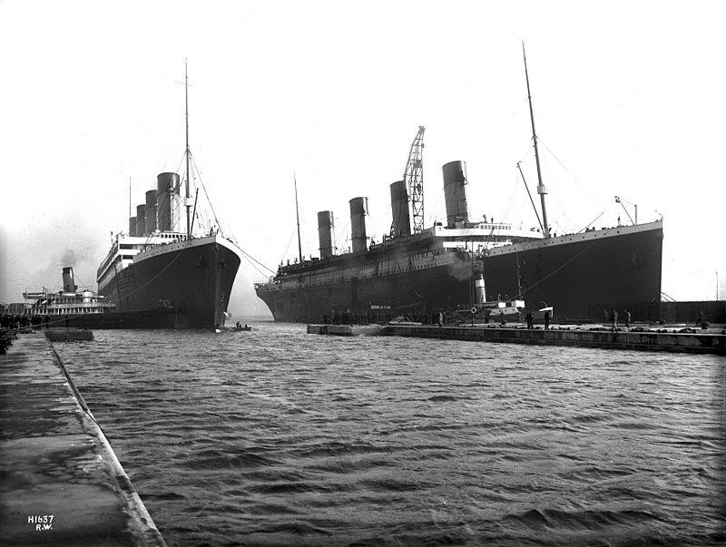 https://upload.wikimedia.org/wikipedia/commons/thumb/0/0e/Olympic_and_Titanic.jpg/800px-Olympic_and_Titanic.jpg