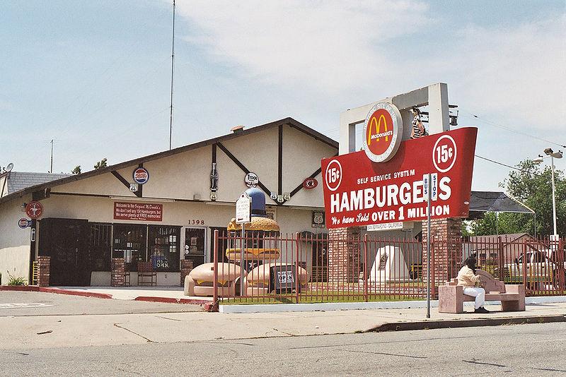 Pierwszy bar McDonaldów, otwarty w1940 wSan Bernardino, obecnie muzeum