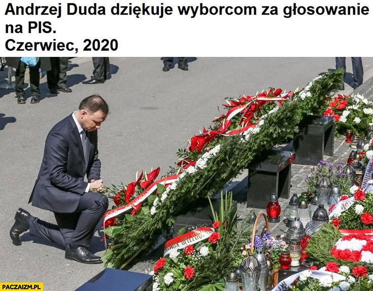 Andrzej Duda dziękuje wyborcom zagłosowanie naPiS, czerwiec 2020 składa kwiaty nagrobach