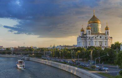 Katedra i rzeka Moskwa w Rosji