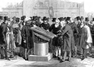 Obraz zawierający osoba, osoby, grupa, stojące Opis wygenerowany automatycznie